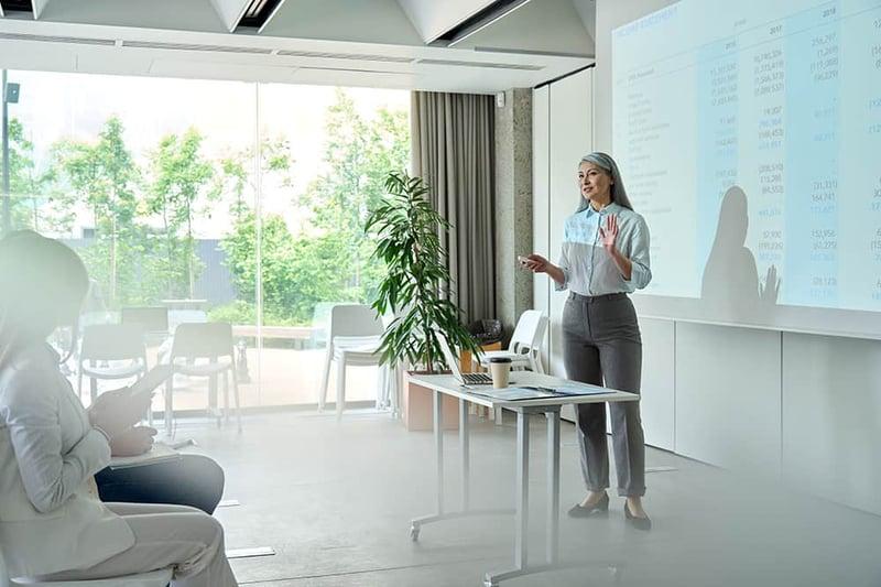 business-presentation-learning-seminar-in-office-f-G54KAN4 (1)