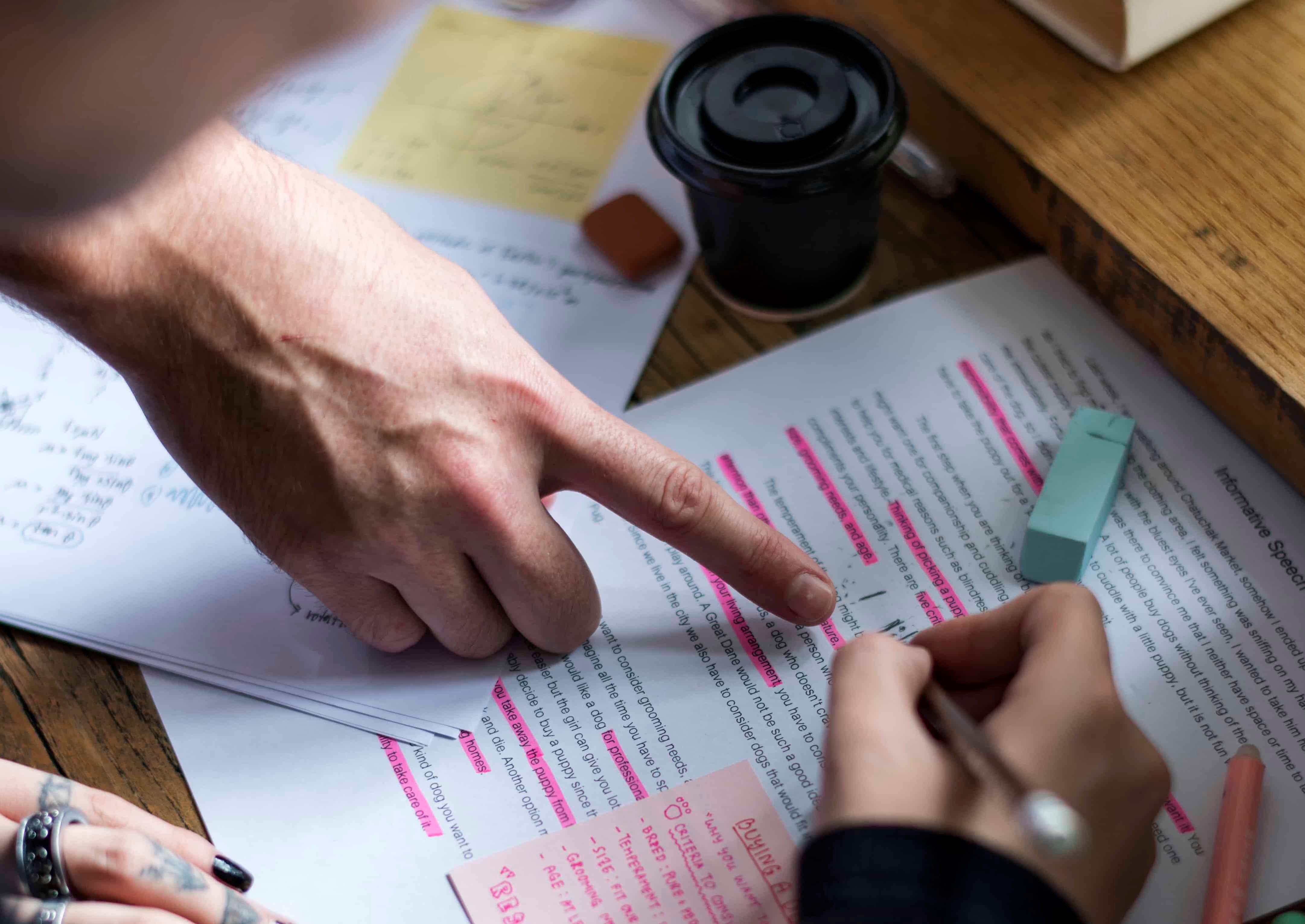 editor-proofreading-document